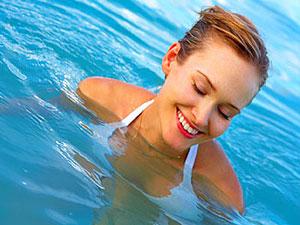 Mal de dos : Les exercices de natation à faire !